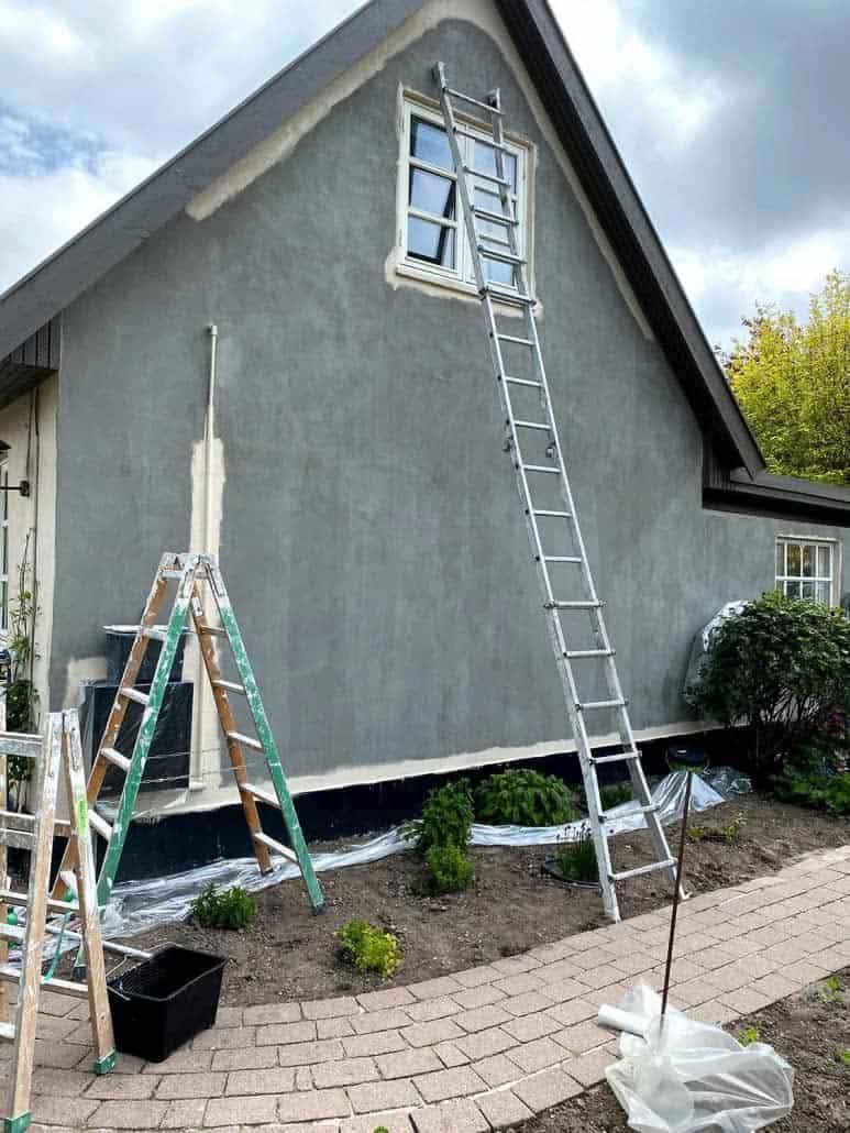 Hus i gang med at få malet facade