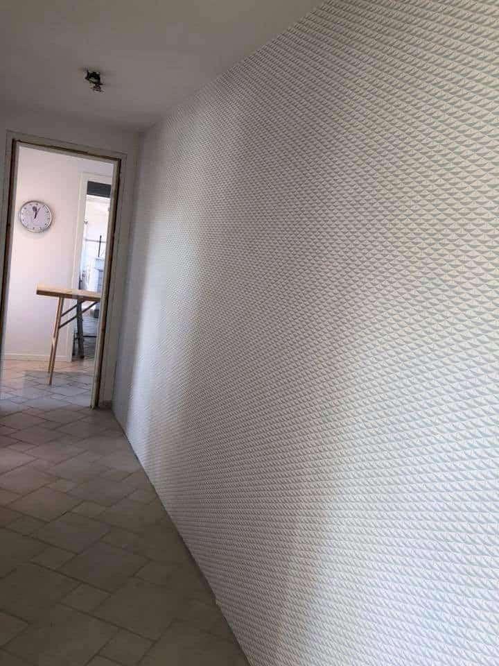 Væg efter der er opsat tapet
