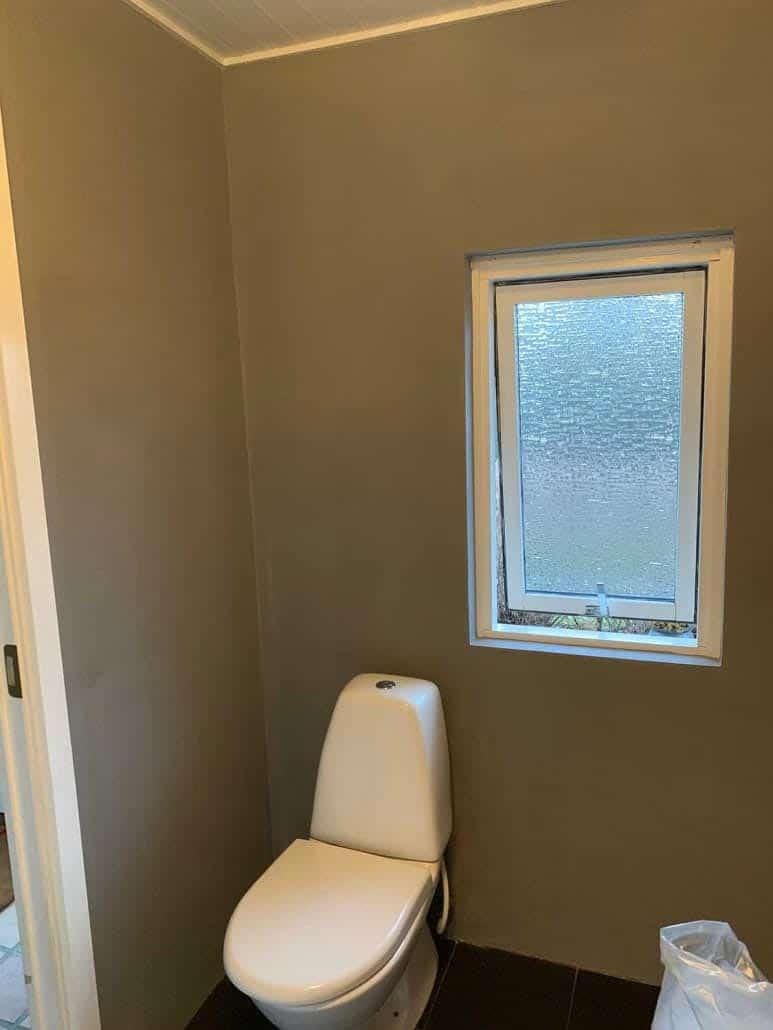 Toilet med Design Spartel på vægge