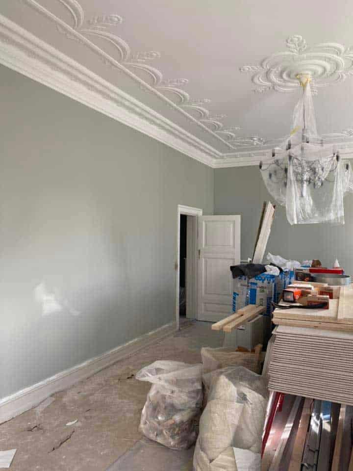 Vægge med grøn maling i lejlighed